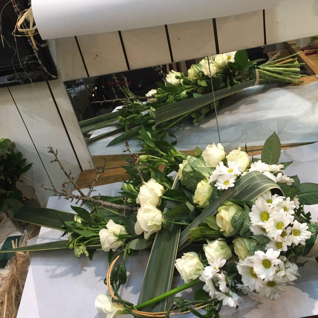 gerbe main blanc deuil fleur par nature montpellier