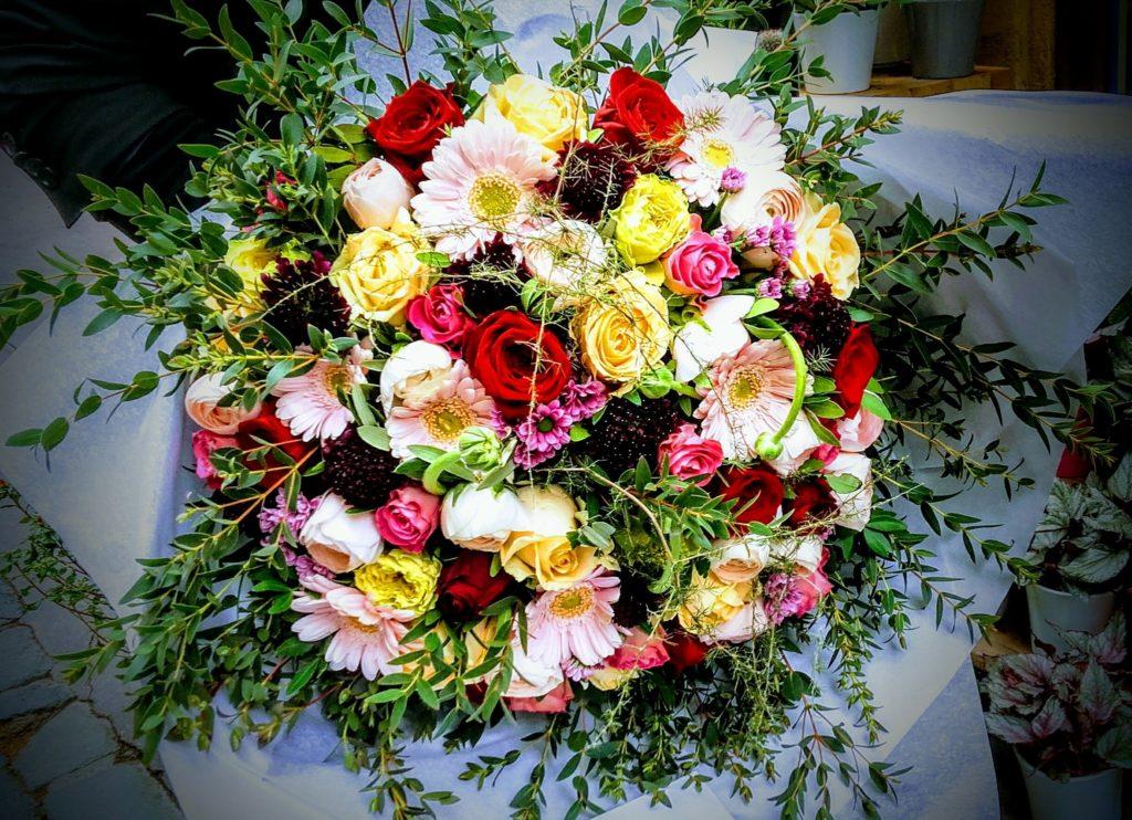 bouquet coloré de deuil fleur par nature montpellier